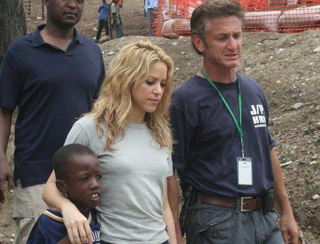 http://cdn.shakira.com/non_secure/images/20100413/haiti_img_crop/haiti_img_crop_640.jpg
